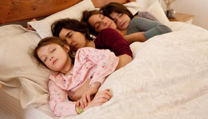Rara - Meine Eltern sind irgendwie anders | Film 2016 -- lesbisch, Regenbogenfamilie, Homosexualität im Film, Queer Cinema